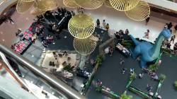 【動画】ショッピングモールの恐竜展、上から覗いた結果wwwwww