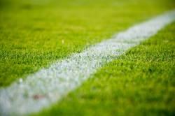 【悲報】漢遠藤保仁、痛いンゴしようとした選手にボールをぶち当てる