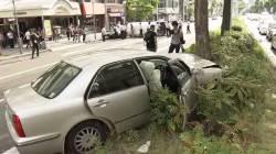 【速報】名古屋市の繁華街の通りで、87歳の男性が運転する車がワンボックスカーと衝突、男性は「アクセルを強く踏みすぎた」と話している。
