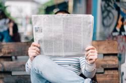 厚労相のパンプス発言、左が時事通信、右が毎日新聞。発言の切り取りの怖さを味わえる一品。