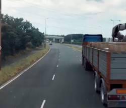 【動画】警察の追跡を常軌を逸する方法で回避するスーパーカーWWWWWWWWWWWWWW