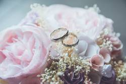 【よかおめ】婚約指輪を彼女に見えないようにセルフィーで取り続けた結果wwwwwwwwwwwww