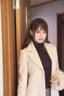 【画像】吉沢明歩さん(推定年齢38歳)の熟女パーティ、ガチでヤバイ