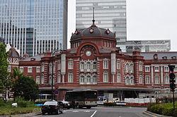 【画像】夜の東京駅は撮影するのに最高のロケーション説。