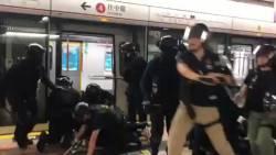【動画】香港警察のやり口がエグすぎる。