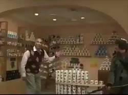 【悲報】退職した外国人が趣味のカップ専門店をオープンしてテレビ局の取材を受けた結果www