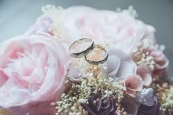 婚約指輪をパカッとやって「結婚してください」とやるドラマを息子と見てたワイ、名言。
