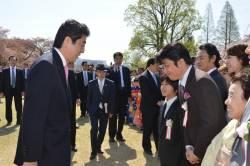 【茶番】桜を見る会批判している番組の司会者がノリノリで出席してるwwwwwwwwwwwwww