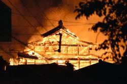 【画像】火事が発生した京アニ、首里城、白川郷を線でつなげてみた結果