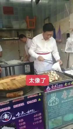 【動画】中国で発見された習近平にそっくり過ぎるおじさんwwwwwwwwwwww