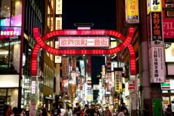 【悲報】歌舞伎町で大乱闘wwwwwwwww