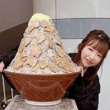 【画像】大食いYouTuberもえあず(35)さん、20キロチョモランマラーメンと並んだ結果wwww