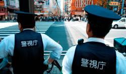 【画像】事故で警察官100人くらい来てるんだが・・・